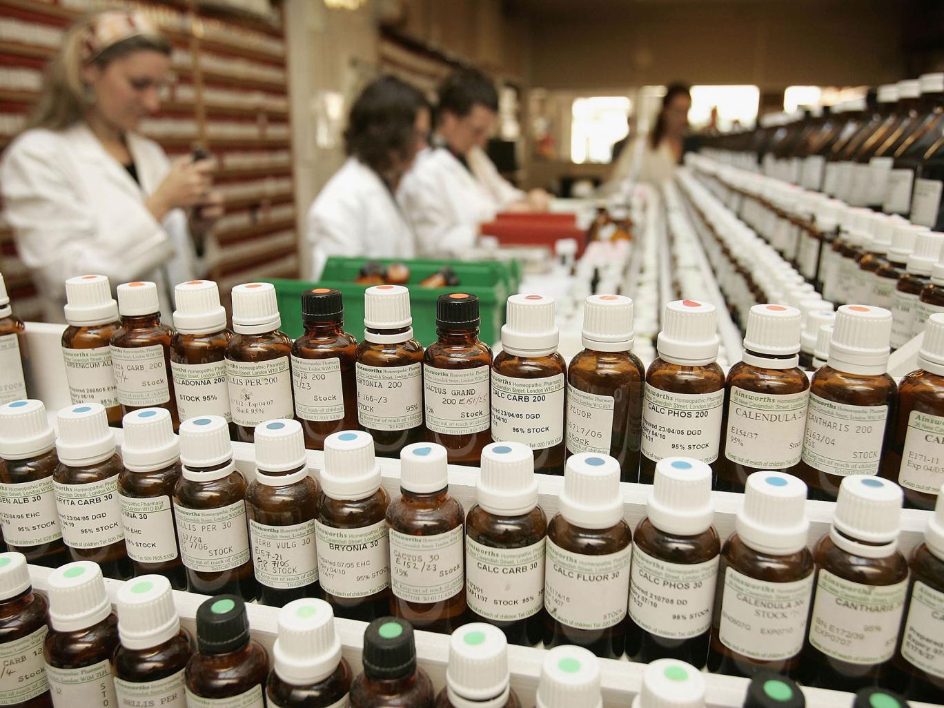 Otros medicamentos homeopáticos.La medicina homeopática se basa en la curación de una enfermedad con medicamentos que causen sus mismos síntomas en personas sanas.