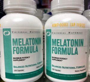 La melatonina es producida por la glándula pineal, y participa en una gran variedad de procesos celulares, neuroendocrinos y neurofisiológicos.