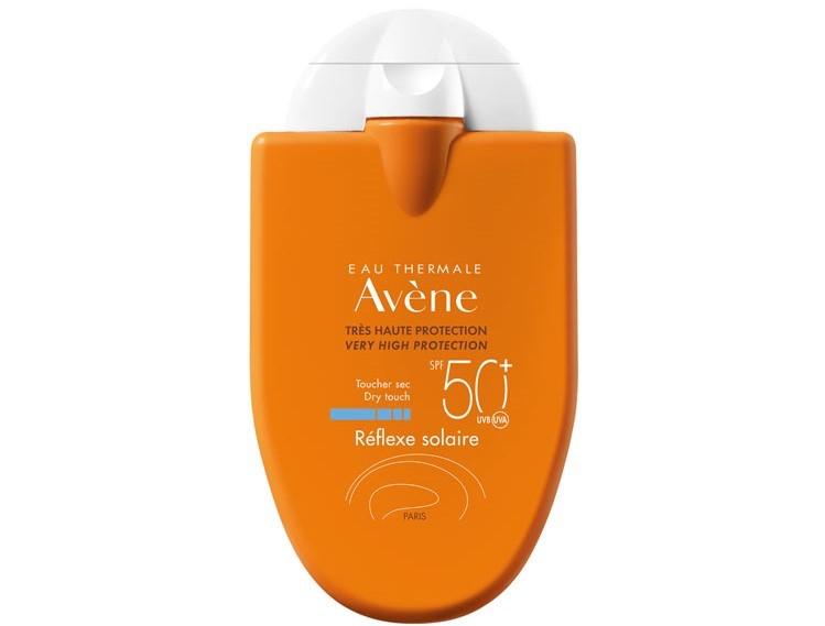 Les produits de protection solaire que nous pouvons qualifier d'irréprochables sont peu nombreux. On peut citer la crème très haute protection SPF 50+ et le produit réflexe solaire enfant 50+ (Gamme Eau thermale Avène), la crème très haute protection SPF 50+ (A-Derma), la crème solaire «dry touch» SPF50(Biotherm), Photoderm max crème SPF 50+ (Bioderma), le gel-crème toucher sec Anthélios XL SPF 50+ (La Roche Posay). Certains produits ne sont pas loin d'être jugés très bons. Encore un petit effort et le produit sera parfait ! C'est le cas, entre autres de la crème Uriage Bariésun 50+. Pas d'alcool, pas d'extraits végétaux anti-inflammatoires, juste un SPF un peu faible (SPF 52 au lieu de 60 attendu)… c'est le cas aussi de la crème solaire enfants 50+ (Cien) qui serait parfaite s'il n'y avait cet alcool gênant en 3e position. C'est le cas aussi de la crème légère visage SPF 50+ (Galénic) qui pourrait se passer aisément de sa liane d'Amazonie.