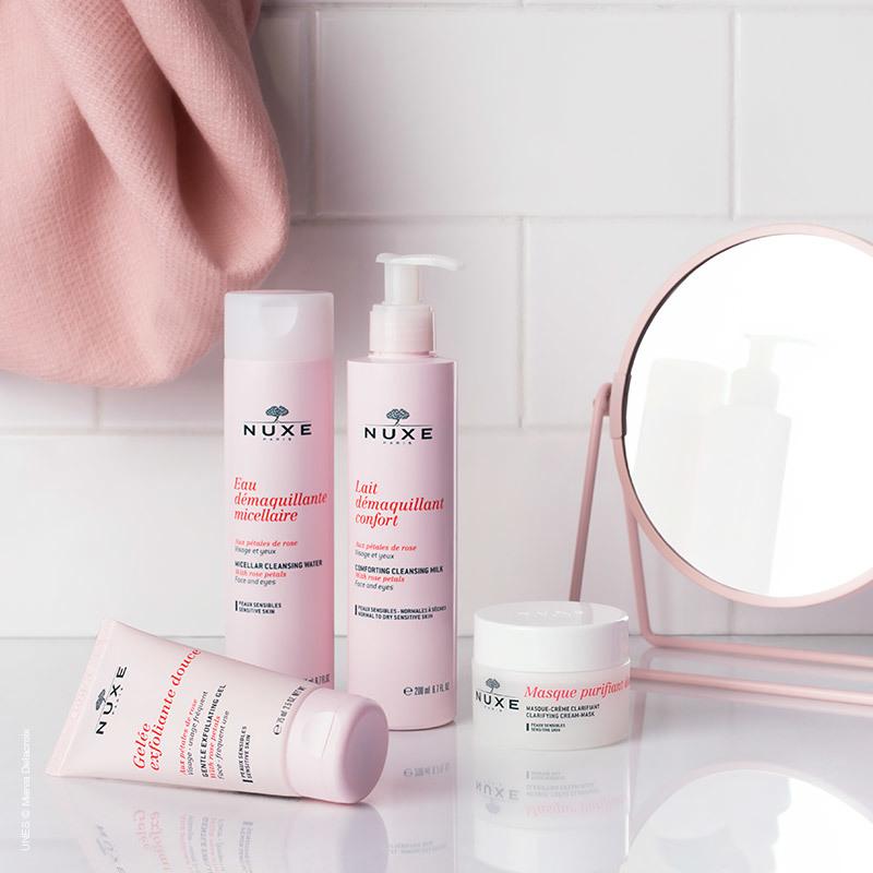 La línea Nuxe de desmaquillantes y limpiadores con pétalos de rosa tiene un efecto calmante y reconfortante.