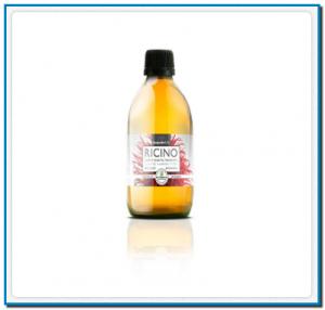 El aceite de Ricino se obtiene por presión en frío de las semillas de la planta Ricinus communis L. de la familia de las Euphorbiaceae. Es originaria de la cuenca mediterránea, India y Este de África. Propiedades características Perfil lipídico: C18:1 Oleic acid: 2 - 6 % C18:2 Linoleic acid: 2-7 % Ricinoleic acid: 85-92 % El aceite de ricino contiene un alto contenido en ácido ricinoleico. Textura: Líquido de viscosidad equilibrada, brillante y de baja absorción. Olor: Débil Color: Amarillo suave. Dentro de la composición del aceite de ricino aparece una glicoproteina llamada Ricina que aporta propiedades purgantes muy conocidas desde antaño. Por este motivo al ser un aceite puro no rectificado aplicaremos este aceite vegetal exclusivamente vía externa. Las propiedades más destacables del aceite de ricino son:Analgésico, Antimicrobiano, Antimicótico, Refuerzo y nutrición del cabellos y uñas. Usos y aplicaciones Uso exclusivo externo En la cosmética el Ricino se ha utilizado muy comunmente desde la fabricación de barras de labios, preprarados capilares, aceites para baños, productos para pestañas y en emulsiones. Muy reconocible en las etiquetas por su INCI: Castor Oil. La consistencia que aporta le hace muy apreciado para todas estas preparaciones. Además debemos tener en cuenta las propiedades que hemos comentado anteriormente como antiséptico y analgésico (junto con aceites esenciales antiinflamatorios y analgésicos en reumatismo por ejemplo) También se recomienda en preparados de aceites corporales y capilares ( lociones cuero cabelludo anticaída y para puntas abiertas). Así como parte de serums faciales y corporales para las manchas de hiperpigmentación junto con otros aceites esenciales y vegetales.  Ejemplo de preparado Uñas frágiles : Mezclar partes iguales de Aceite de Borraja y Aceite de Ricino en un plato o recipiente suficientemente hondo para sumergir las uñas. Efectuar este baño durante 10-15 minutos una vez por semana. Manchas pigmentarias : 5g Albahac