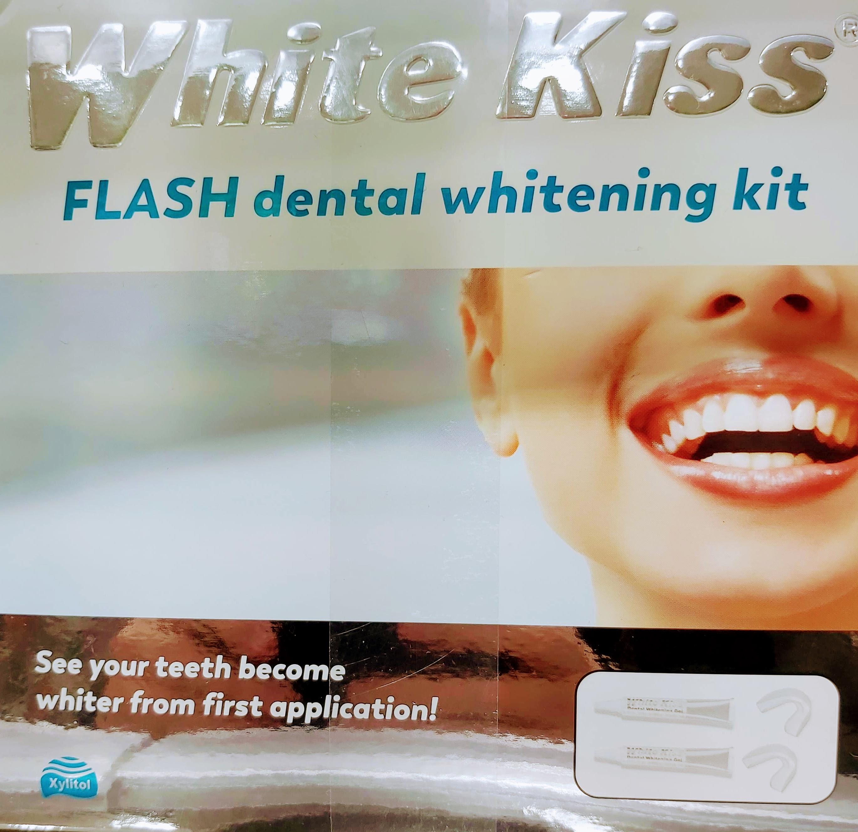 Comprar White Kiss Flash en Gran Farmacia Andorra es un tratamiento dental blanqueador a base de xilitol peróxido de urea y carbómero.
