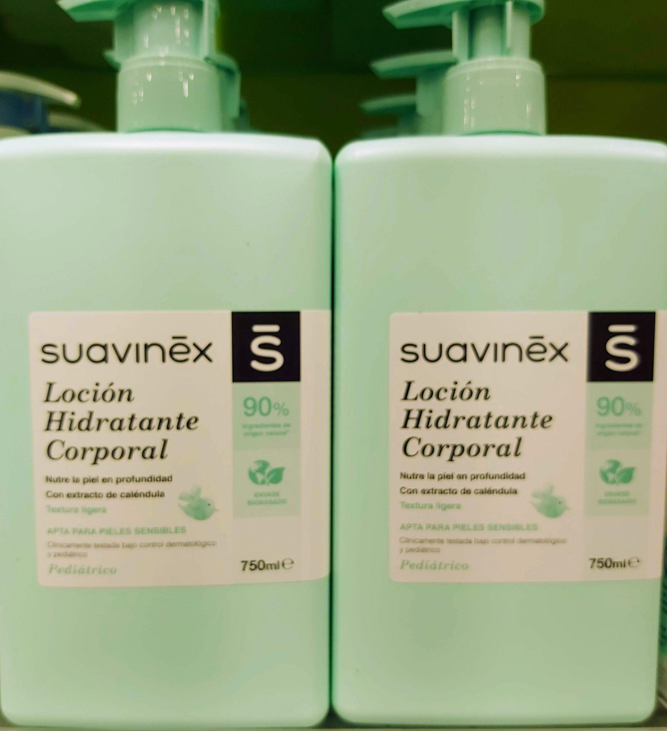 La loción hidratante masaje para bebés de Suavinex hidrata en profundidad la piel del bebé. Es perfecta para masajes después del baño gracias a su textura ligera y rápida absorción