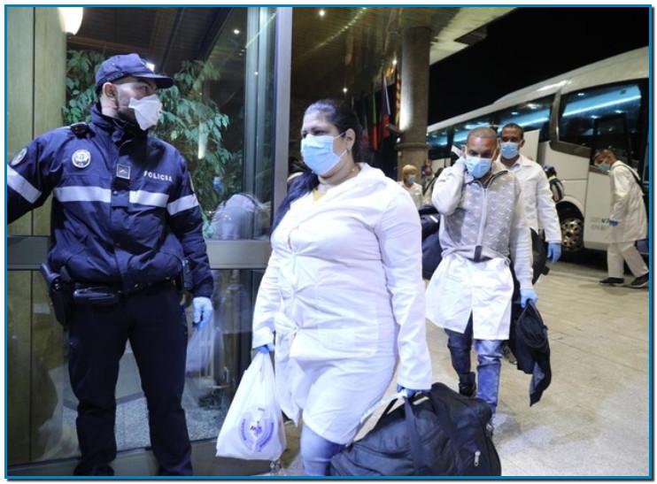 Gràcies CUBA - Els sanitaris cubans varen arribar en dos autobusos, passades les dues de la matinada a Andorra, són especialistes en medicina interna i en cures intensives