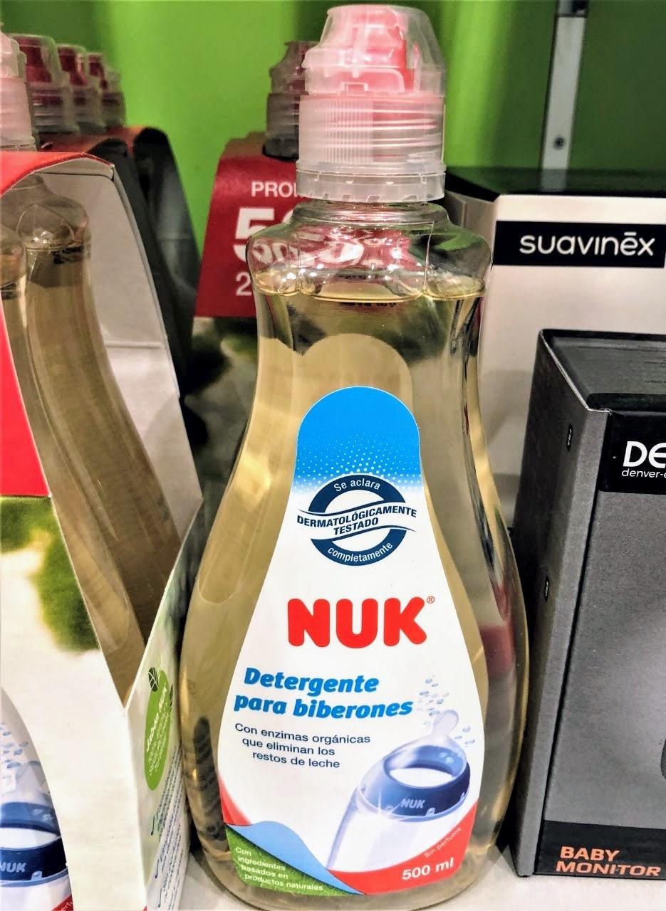 El Jabón Limpia Biberones NUK ha sido desarrollado especialmente para la limpieza de productos infantiles como biberones, tetinas, platos y tazas. Su fórmula a base de ingredientes naturales contiene enzimas que eliminan de forma eficaz restos de alimentos.