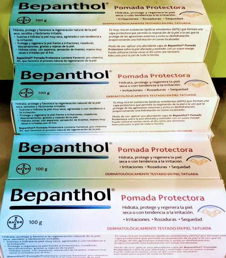 Bepanthol® Pomada Protectora es una emulsión externa oleosa protegiendo la piel frente al contacto de sustancias irritantes a la vez que actúan de barrera