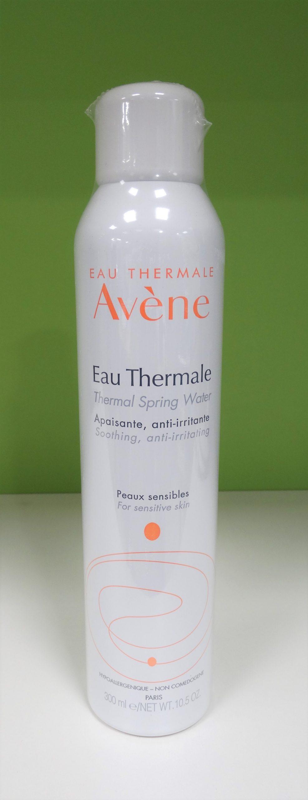 SPRAY AGUA TERMAL DE AVÈNE Extraída directamente del Manantial, el Agua termal de Avène conserva intactas todas sus propiedades calmantes, desensibilizantes y suavizantes