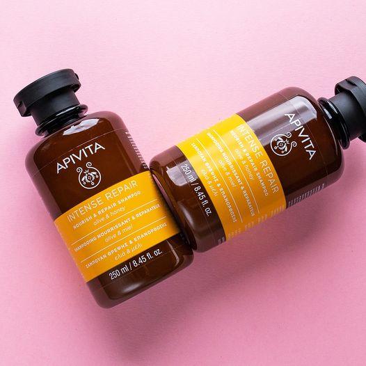 APIVITA Hair Care Nourish & Repair Shampoo 250ml APIVITA Hair Care Nourish & Repair Shampoo utiliza 90% de ingredientes naturales para nutrir y reparar el cabello dañado.