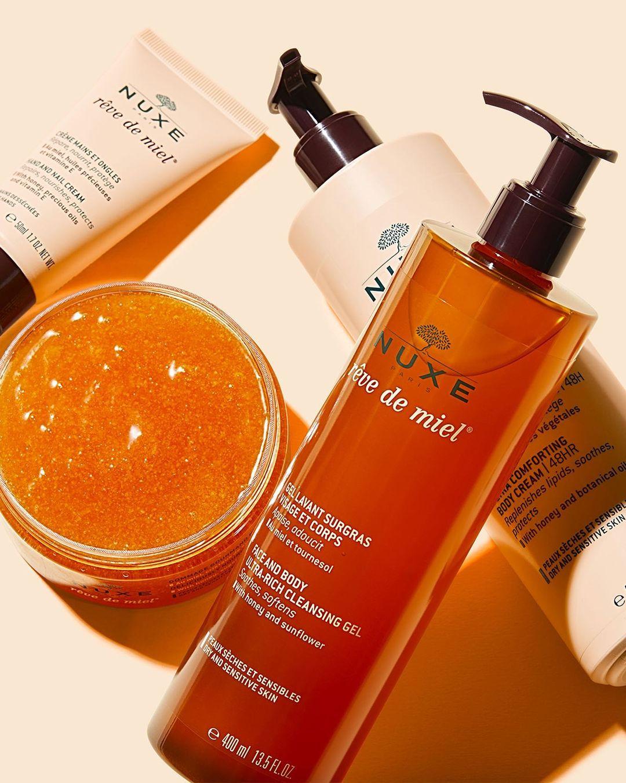 Si sientes que tu piel está seca, cuídala con el poder de nuestra deliciosa gama #RevedeMiel! 🍯